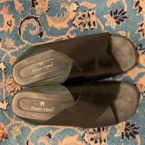 ETIENNE AIGNER BLACK LEATHER SLIDE SANDALS EUC